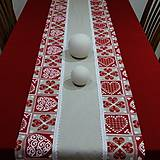 Úžitkový textil - ZUZANA-krása tradície červená (1)-stredový obrus - 10808583_