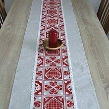 Úžitkový textil - ZUZANA-krása tradície červená (2)-stredový obrus - 10810330_
