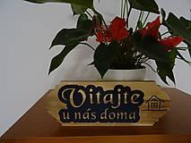 Dekorácie - Dreveny napis na dvere Vitajte - 10809796_