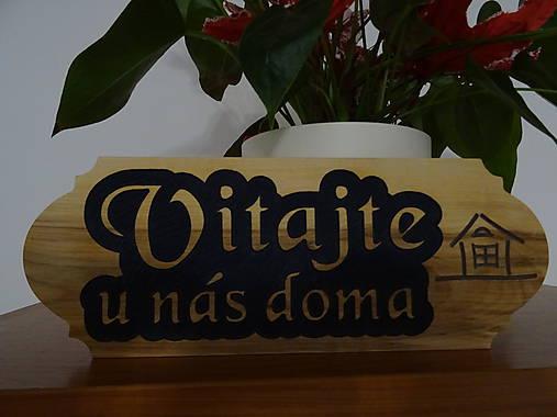 Dreveny napis na dvere Vitajte