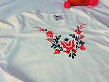 Tričká - Ručne vyšívané tričko - 10808864_
