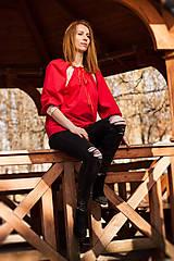 Topy - Červená blúzka zdobená bielou krajkou - 10809028_