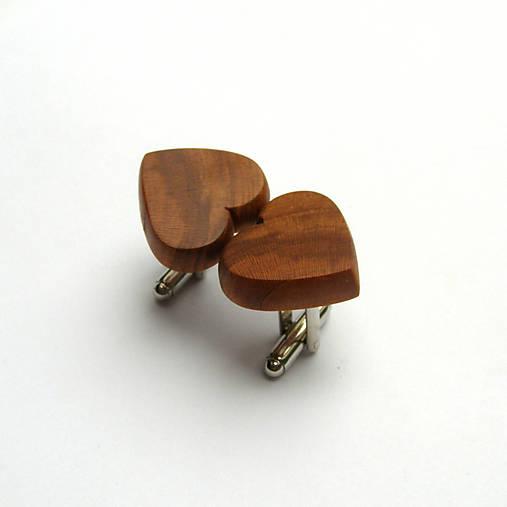 Drevené manžetové gombíky - hruškové srdiečka
