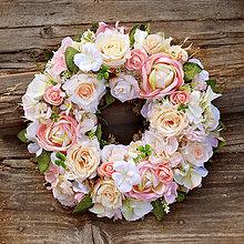 Dekorácie - Veniec na dvere romantický, pastelový z ruží - 10813269_