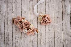 Ozdoby do vlasov - Svadobný set béžový: kvetinová spona a náramok/choker (2 v 1) - 10813351_