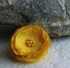 Odznaky/Brošne - brož žltá ružička - 10813026_