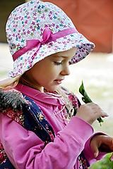 Detské čiapky - Letný klobúčik drobné kvietky - 10813356_