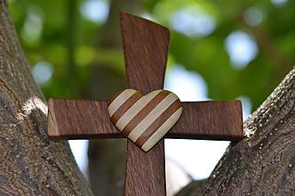 Dekorácie - Svadobný krížik so srdiečkom - 10812853_