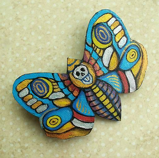 Motýl - kožená brož