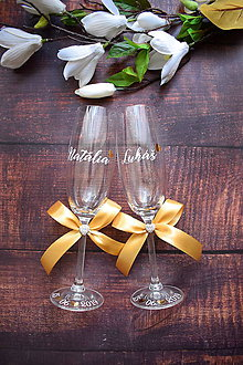 Nádoby - Svadobné poháre s menom a kamienkom- bielo zlatá - 10816888_