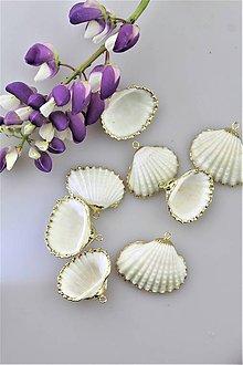 Minerály - mušličky na náušnice a prívesky - zlaté lemovanie - 10817605_