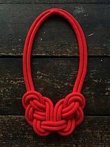 Náhrdelníky - Velký uzel - červený - 10817985_