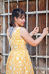 - žlté šaty s ornamentom - 10817471_