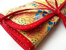Iné tašky - Púzdro na šperky Domčeky a stromy na žltej - 10818601_
