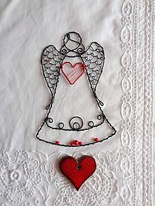 Dekorácie - anjel...malý ochranca s veľkým srdiečkom (s korálkami) - 10821274_