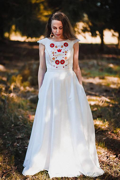 Saténové svadobné šaty