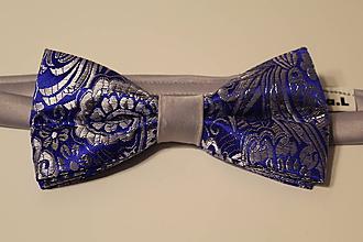 Doplnky - pánsky luxusný motýlik šedo modrý - 10821542_