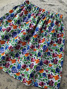 Sukne - Dámska rozkvitnutá sukňa - 10819449_
