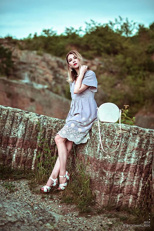 Letné šaty šedé