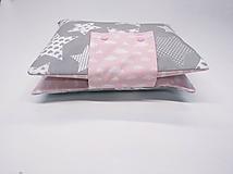 Detské doplnky - Organizér na plienky sivo-biele hviezdičky + ružové obláčiky - 10824571_