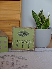 Nábytok - Zelený vešiak do kuchyne - 10822859_