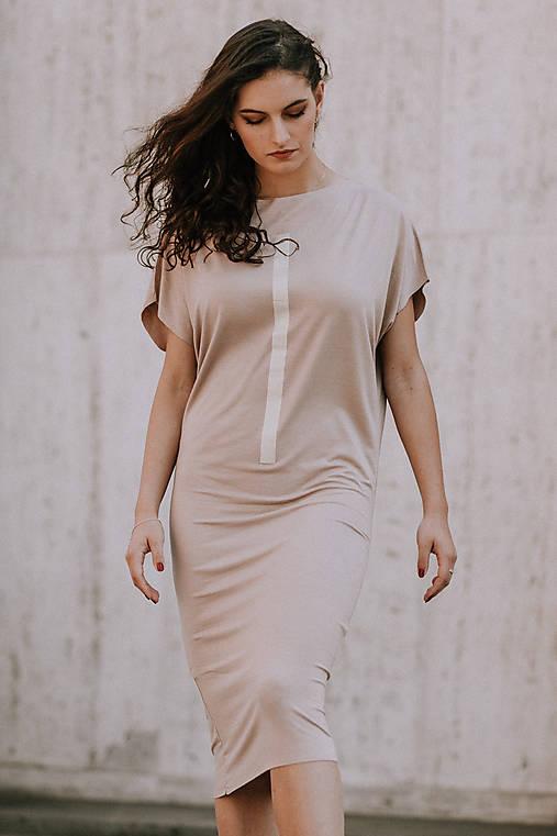 Šaty - FNDLK úpletové šaty 396 NLu nude midi - 10822132_