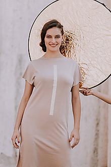 Šaty - FNDLK úpletové šaty 398 RKkL nude midi a rozparky - 10822294_