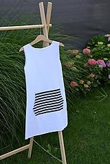 Úpletové dievčenské šaty Ubax s klokankou