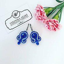 Náušnice - Ručne šité šujtášové náušnice / Soutache earrings - Swarovski®️crystals (Dóra - kráľovska modrá/biela - mini) - 10824067_