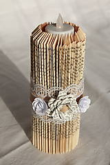 Svietidlá a sviečky - Vintage sviečka vyrobená z knihy, s papierovými kvetmi - 10823672_