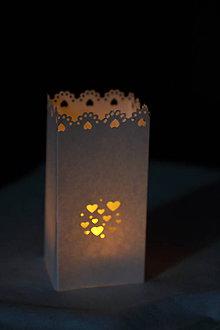 Svietidlá a sviečky - Papierový svietnik (bez dna) - srdiečkový motív (rôzne farby) - 10823148_