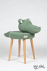 Dekorácie - Háčkovaná taburetka KROKODÍL - 10823054_