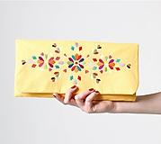 Kabelka žltá listová s výšivkou