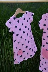 Detské oblečenie - Úpletové dievčenské šaty Cora s vreckami - 10825759_