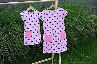 Detské oblečenie - Úpletové dievčenské šaty Cora s vreckami - 10825758_