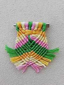 Odznaky/Brošne - Brošňa makramé farebná - 10826182_