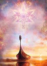 Obrazy - Tvár mystickej bytosti nad vikingskou loďou na pláži. - 10825433_