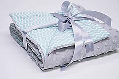 Textil - Minky sivá deka s mentolovým chevronom 70*100cm - 10830310_