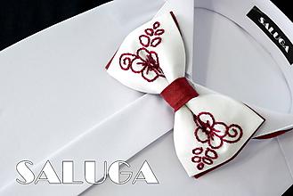 Doplnky - Ručne vyšívaný folklórny motýlik - bordový - 10829314_