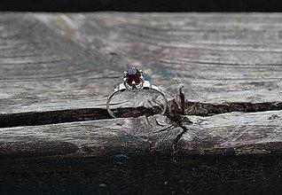 Prstene - Strieborný prsteň Granát - 10828096_