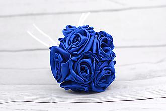 Kytice pre nevestu - VÝPREDAJ! Saténová kytica modrá ruže stredná - 10828910_