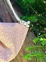 Batohy - Pastelovo oranžový zaťahovací batoh / včelí plást - 10829337_