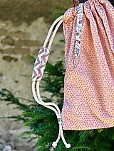 Batohy - Pastelovo oranžový zaťahovací batoh / včelí plást - 10829338_