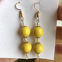 Náušnice - Handmade žlto-zlaté náušnice z drevených korálok - 10830377_