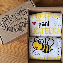 Obuv - Maľované ponožky pre PANI UČITEĽKU včielok (biele) - 10829295_