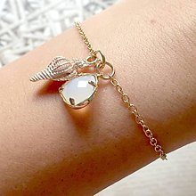 Náramky - Seashell Zircone Golden Bracelet / Náramok so zirkónikom a lastúrou - 10831304_