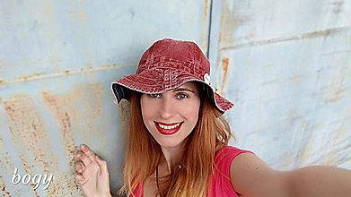 Čiapky - hnědý manšestrový klobouk s vlnitou krempou - 10831185_