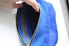 Kabelky - Koženo- kožušinová kabelka CROSSBODY malá- KRÁĽOVSKÁ MODRÁ - 10831019_