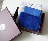 Kabelky - Koženo- kožušinová kabelka CROSSBODY malá- KRÁĽOVSKÁ MODRÁ - 10831023_