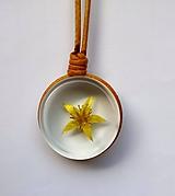 Náhrdelníky - Prívesok yellow flower II - 10830862_